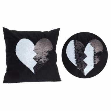 Woondecoratie sierkussen zwart met hartje 40 x 40 cm