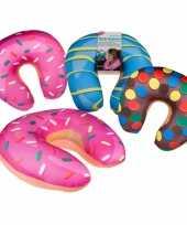 Bruine donut nekkussen voor op reis